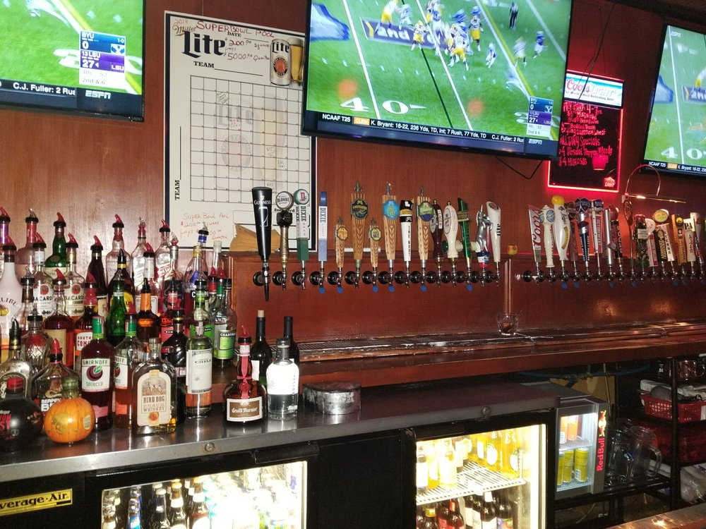 Vinnie's Sports Bar & Grill: 2766 Belle Chasse Hwy, Gretna, LA