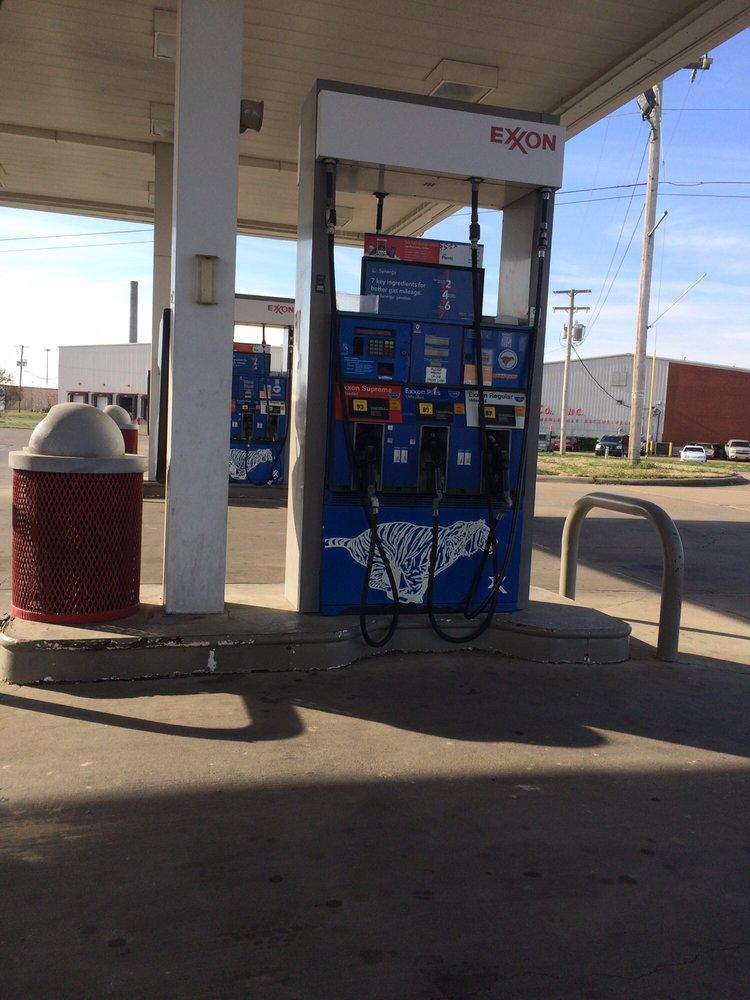Exxon Circle N: 670 N Sebastian, West Helena, AR
