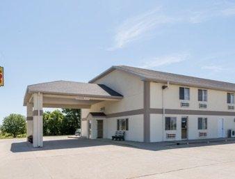 Super 8 by Wyndham Beloit: 3018 West Highway 24, Beloit, KS