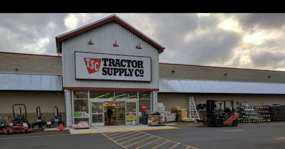 Tractor Supply Co.: 13650 Roosevelt Rd, Monroe, WA