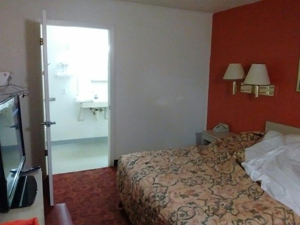 QC Stay Inn: 2359 69th Ave, Moline, IL