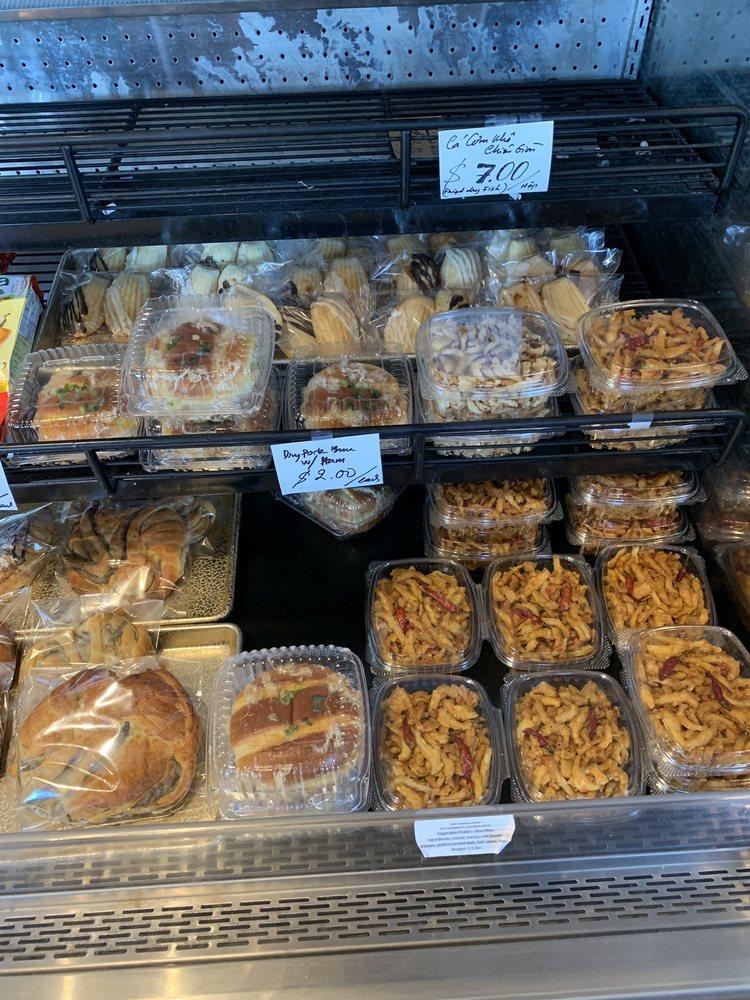 DaLat's Gateaux and Cafe: 6915 Southside Dr, Louisville, KY
