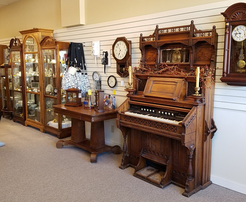 House Of Clocks: 75 W Washington St, Morgantown, IN