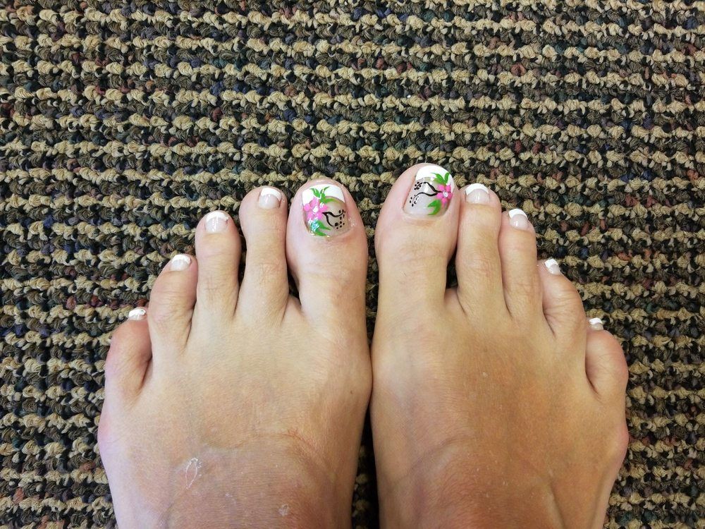 Paradise Nails: 1301 W Country Club Rd, Claremore, OK