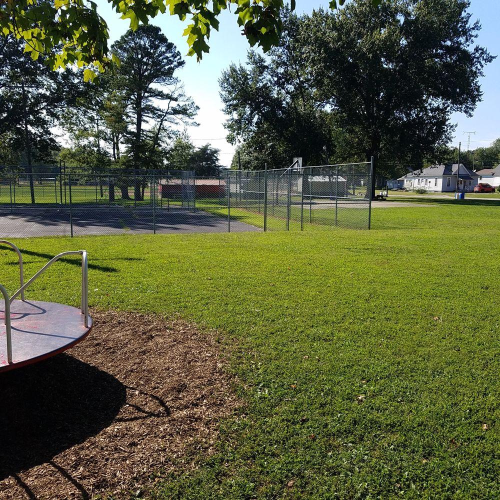 Bicknell Southside Park: 135 Park Rd, Bicknell, IN