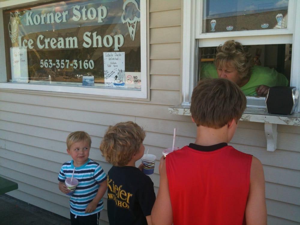 Korner Stop Ice Cream Shoppe: 205 Sycamore St, Sabula, IA