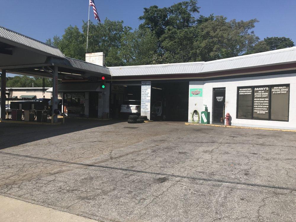 Danny Smith's Fillin & Fixin: 136 S Main St, Simpsonville, SC