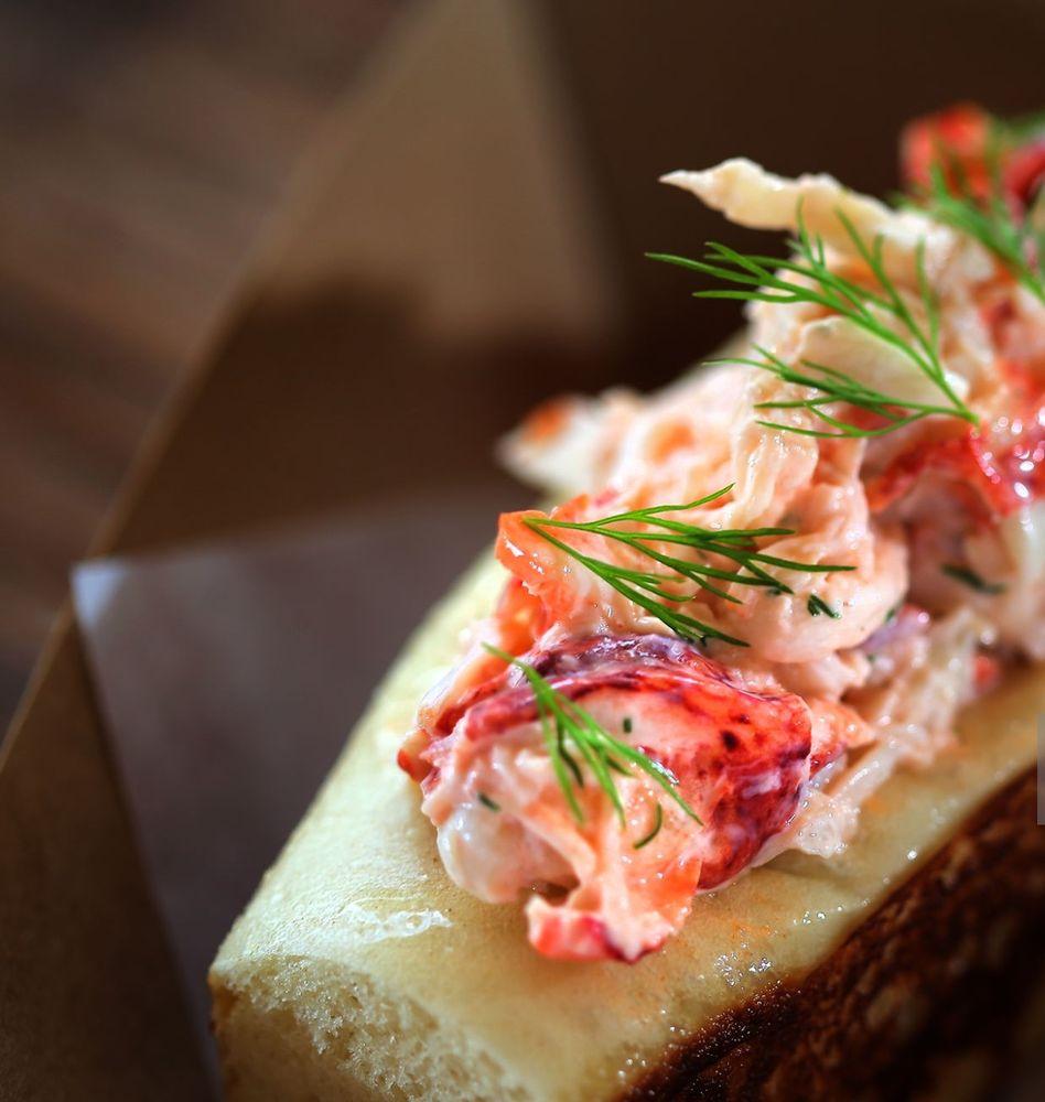 Food from La La Lobster