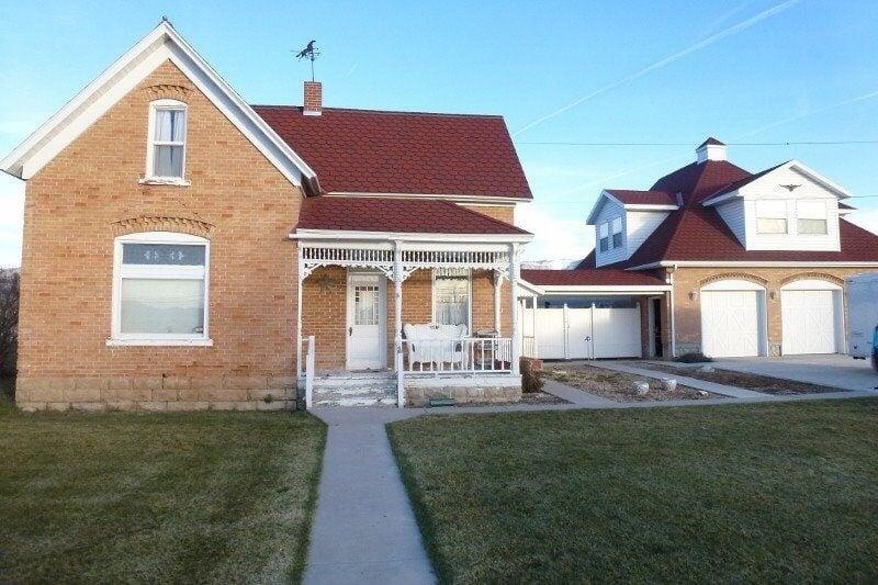 Valentine Carriage House: 613 S 500th W, Mount Pleasant, UT