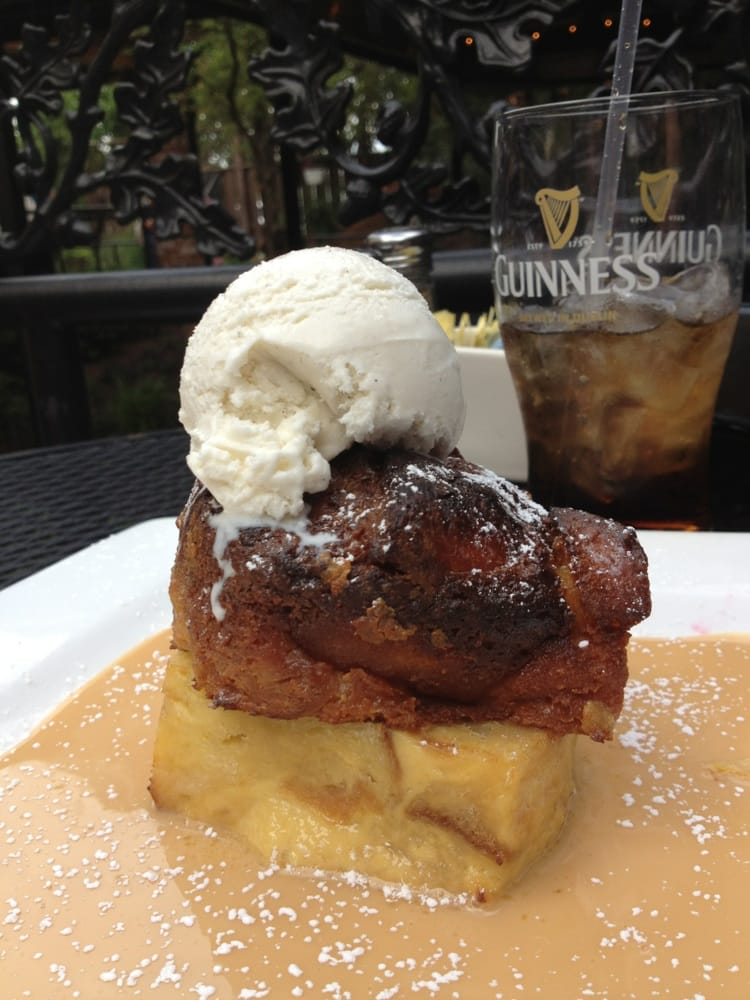 ... cream bread pudding and vanilla bean ice cream in a whiskey sauce