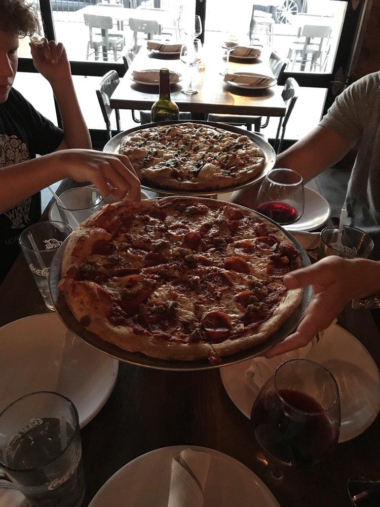Papa Paul's Brick Oven Pizza & Pasta