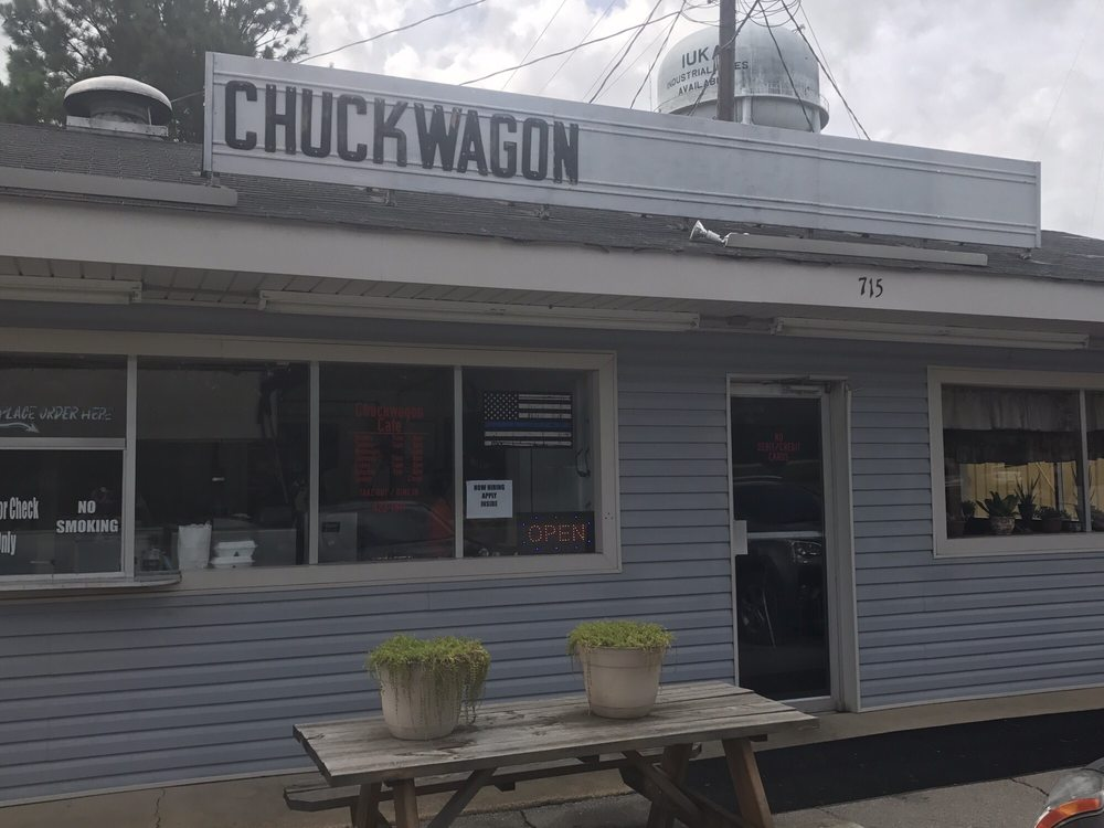 Chuckwagon Cafe: 715 Constitution Dr, Iuka, MS
