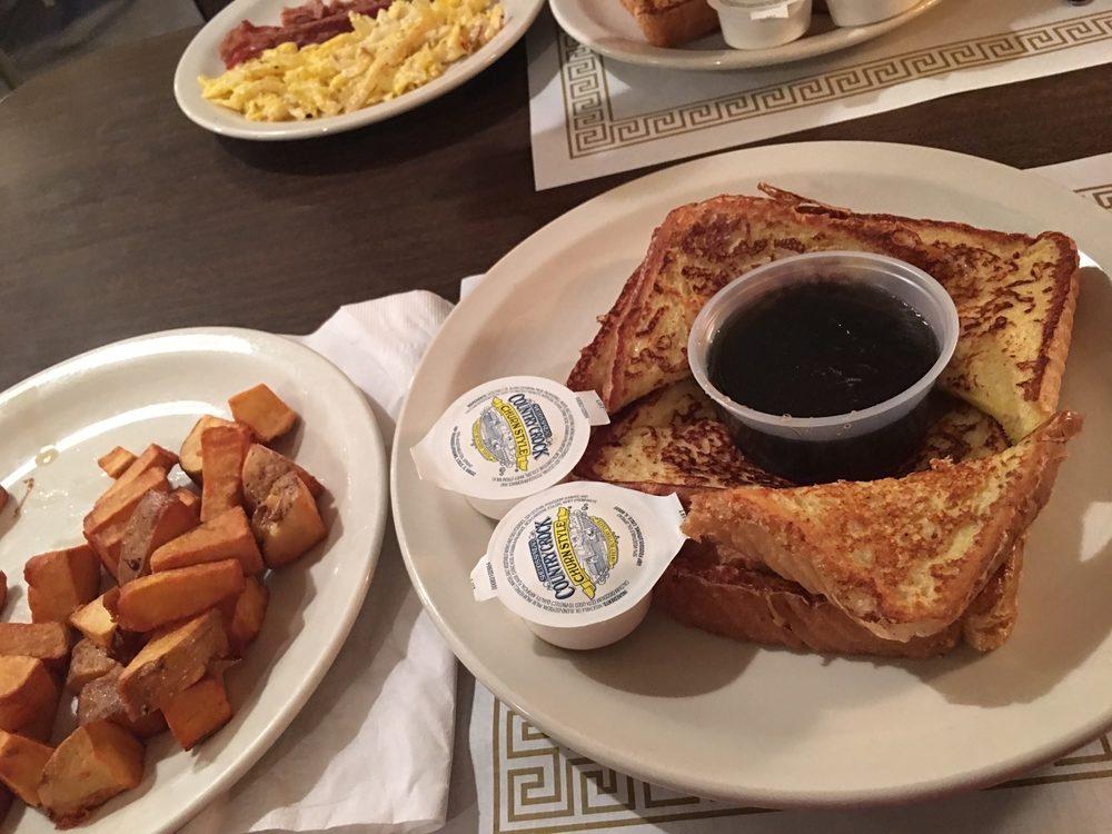 Kelly's Deli & Restaurant: 622 Claremont Ave, Ashland, OH