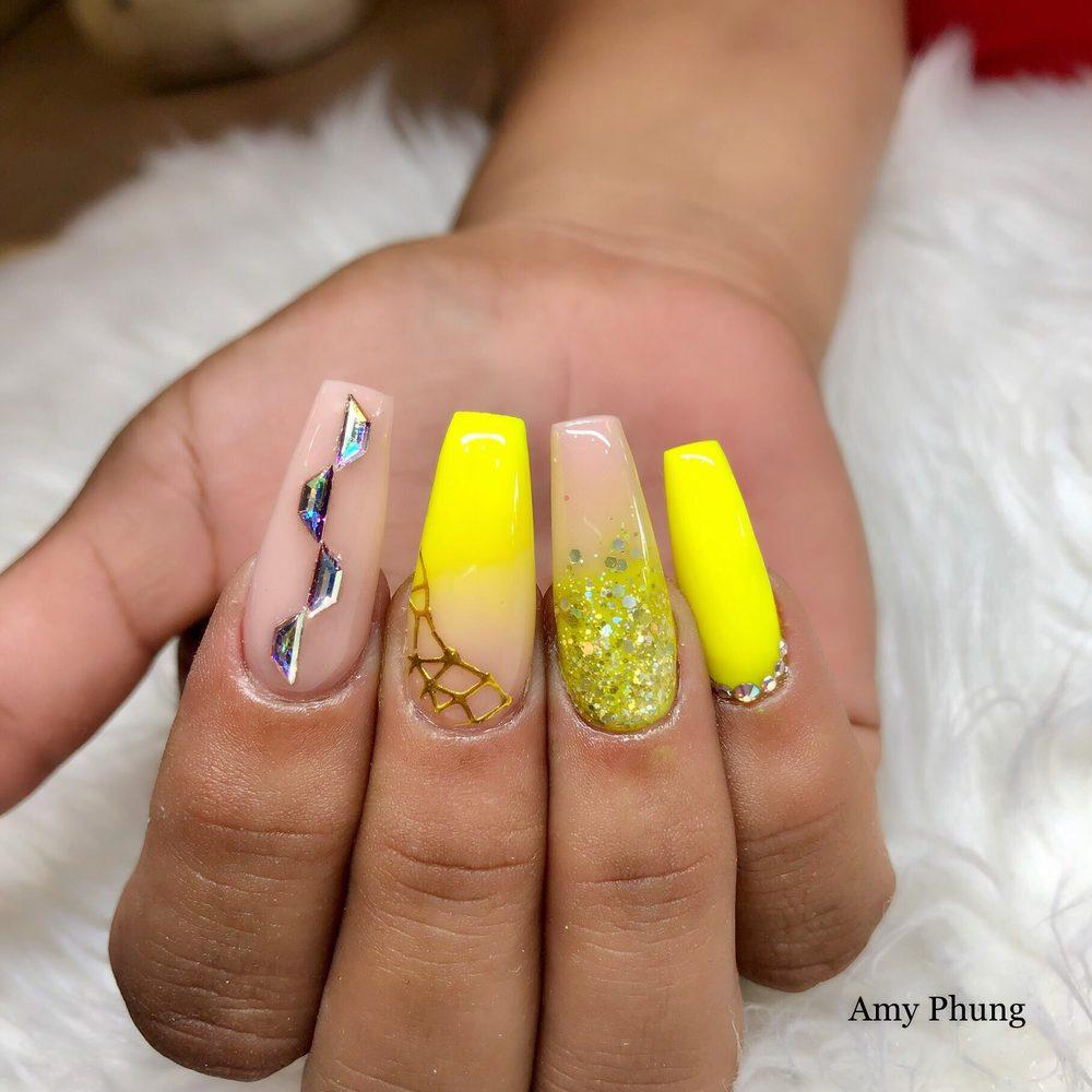 AJ Nails Spa: 1013 W Plantation Dr, Clute, TX