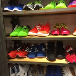 adidas shoe outlet waikele oahu