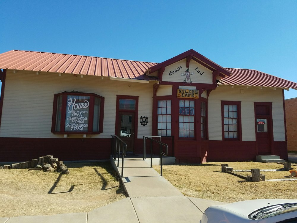 Aylin's Cafe: 130 N Maxwell Ave, Tulia, TX