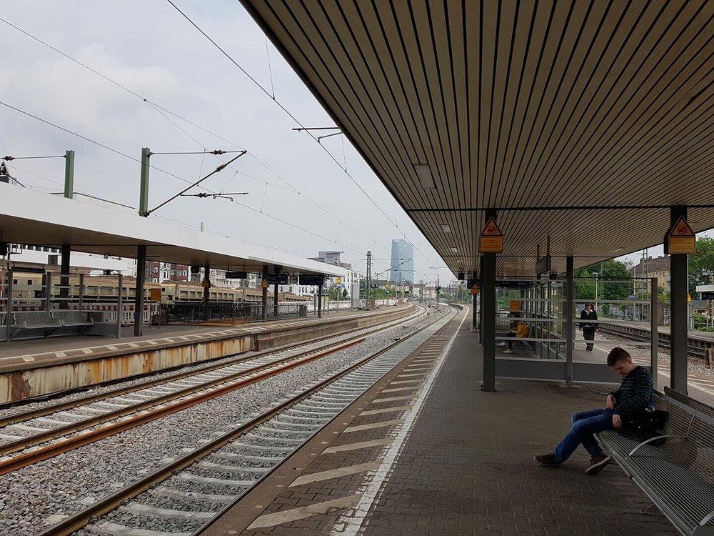 Fotos Zu Bahnhof Frankfurt Main Süd Yelp