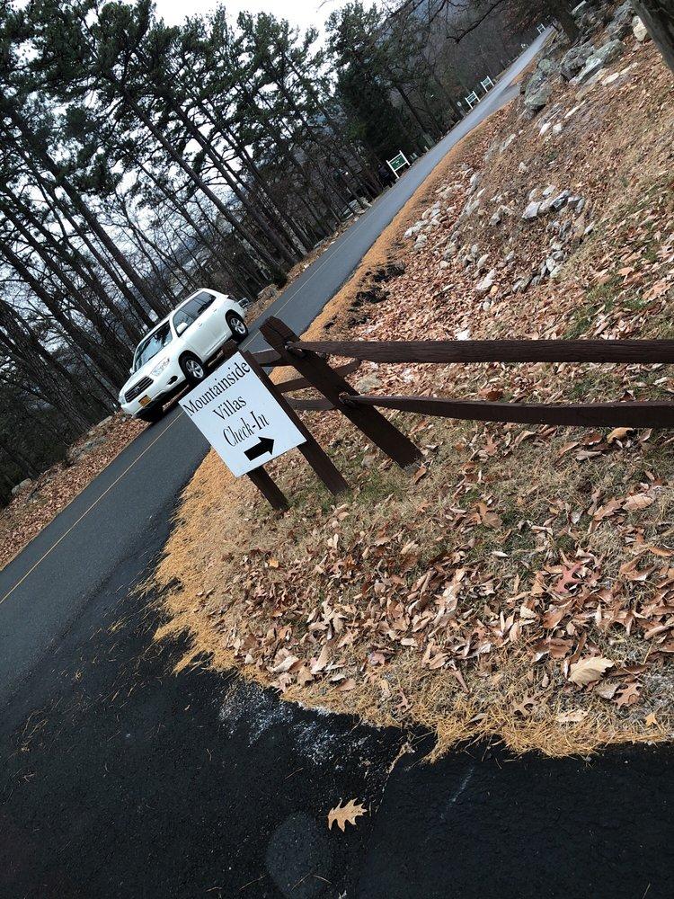 Mountainside Villas: 4082 Peak Dr, McGaheysville, VA