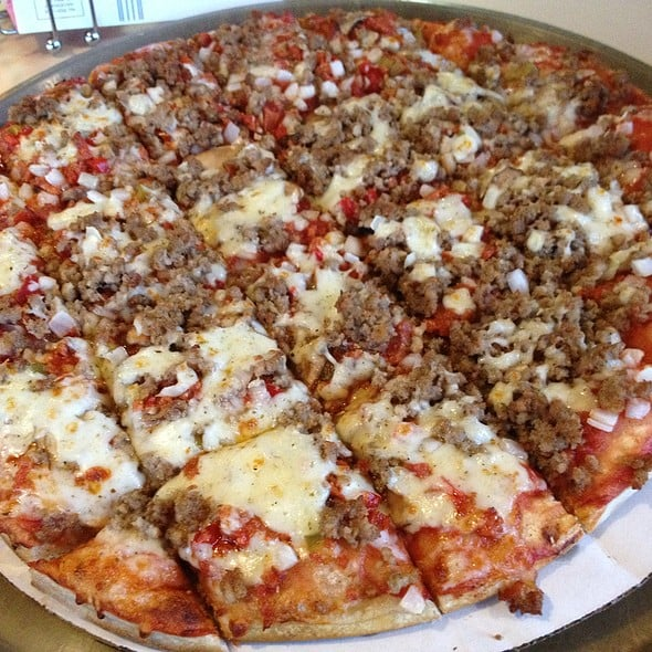 Pizza King: 102 W Chestnut St, Union City, IN