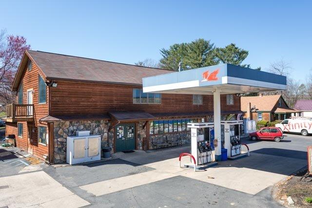 B & R Grocery: 2475 Mt Torrey Rd, Lyndhurst, VA
