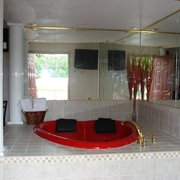 Honeymoon Suite Hearts Photo Of Canton Inn Il United States Heart Shaped Hot Tub