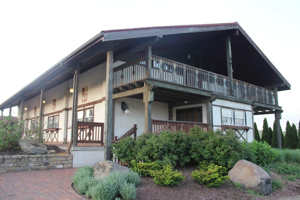 The Loft at 1876: 7240 Big Beaver Blvd, Beaver Falls, PA