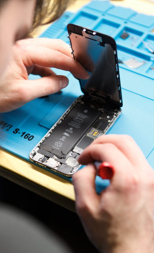 Daze iPhone Repair: 929A Main St, Liberty, TX