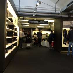 hugo boss outlet 14 photos 27 avis magasin d usine outlet kanalstr 6 8 metzingen. Black Bedroom Furniture Sets. Home Design Ideas