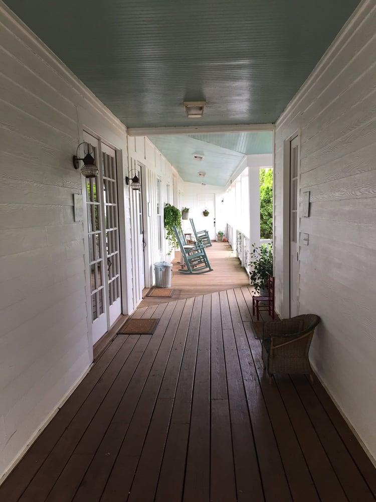 Farmhouse Inn At Hundred Acre Farm: 1051 Meadow Ln, Madison, GA