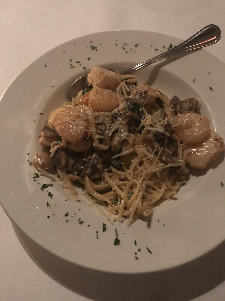 Mauricio's Italian Restaurant: 232 N Peachtree Ave, Cookeville, TN