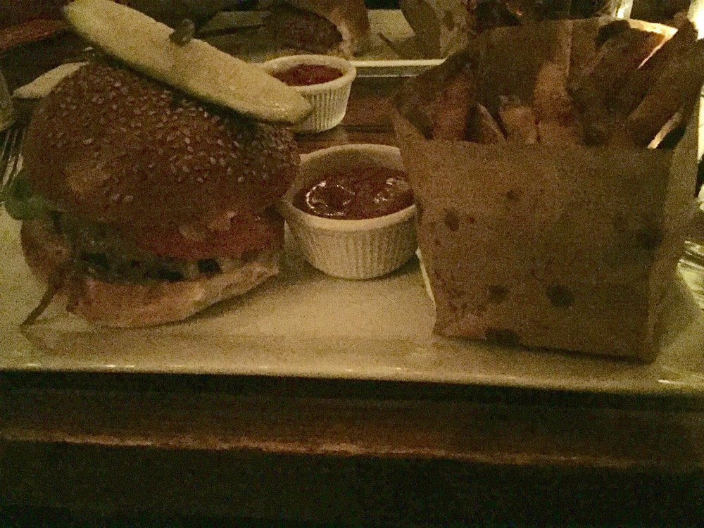 House Burger Yeah I Probably Should Have Used Flash Yelp