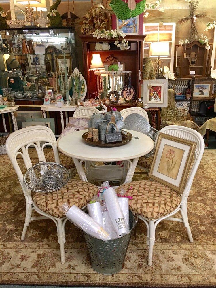 Daphne Antique Galleria: 1699 US Highway 98, Daphne, AL
