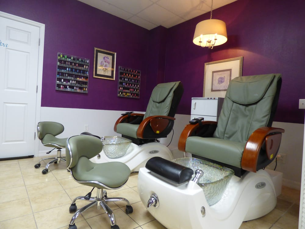 A Little Bo-tique & Spa: 102 S Palm Ave, Howey in the Hills, FL