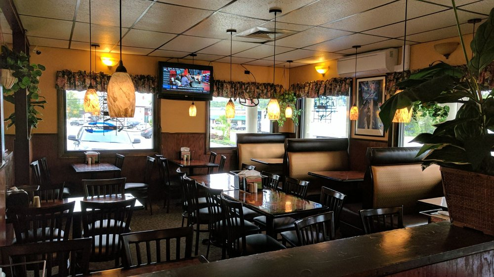 Yianni's House of Pizza: 206 Main St, Jay, ME