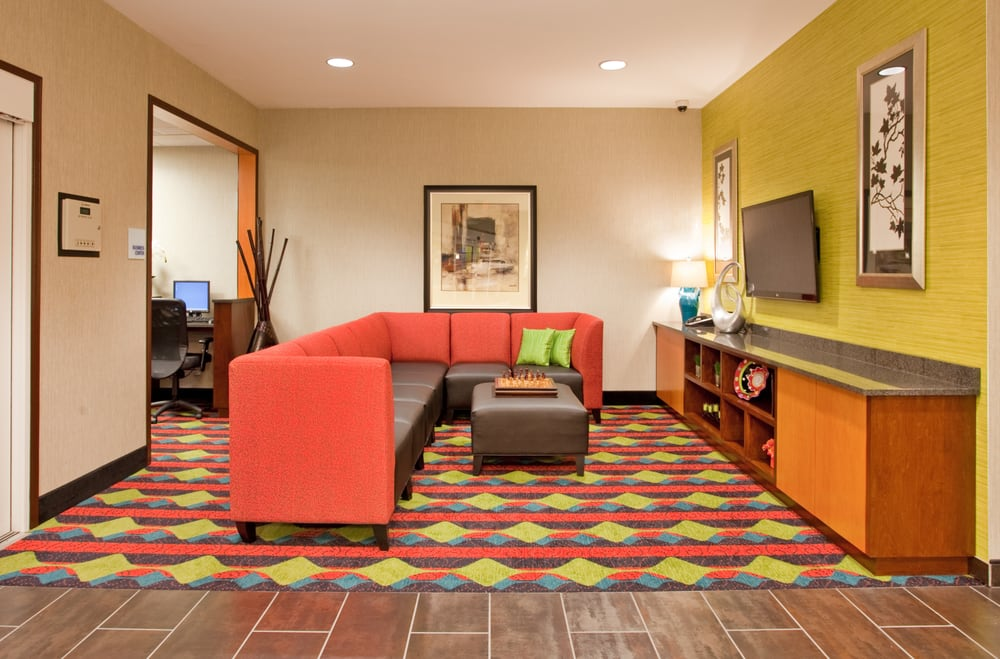 Holiday Inn Express Kearney: 508 S 2nd Ave, Kearney, NE