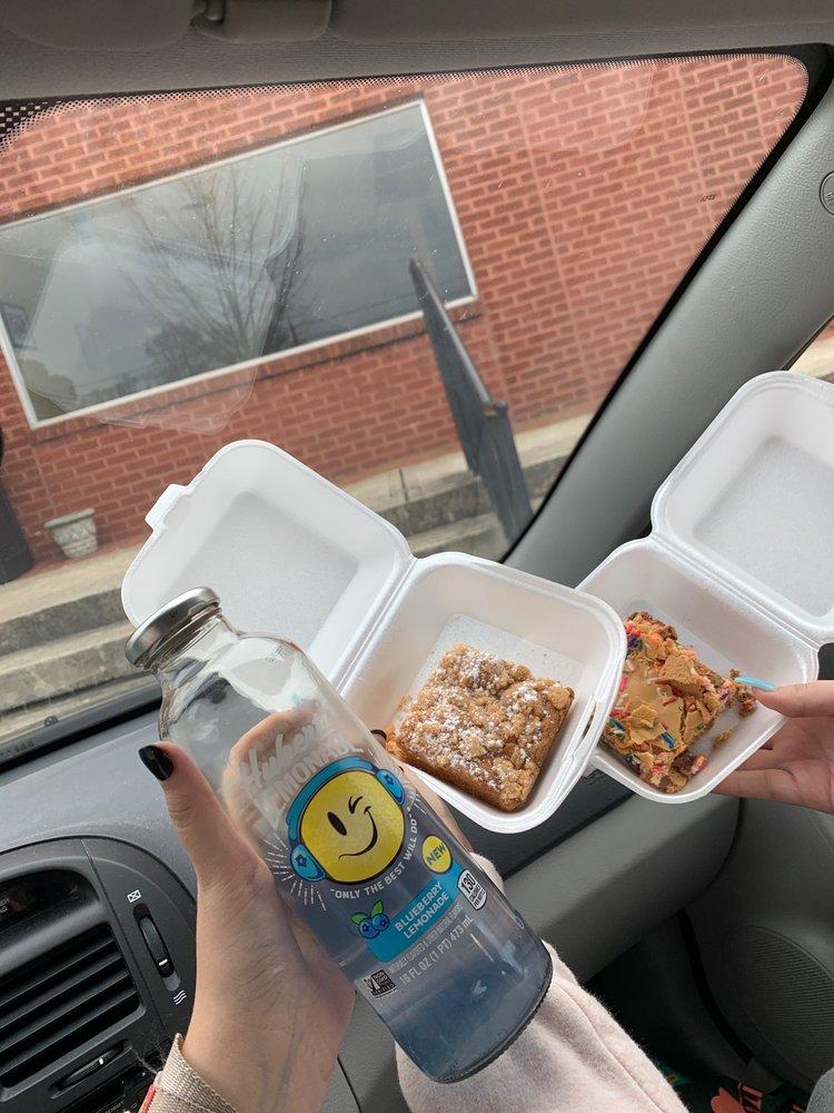 Savvy Cakes and Legendary Sandwiches: 335 Jefferson St, Statham, GA