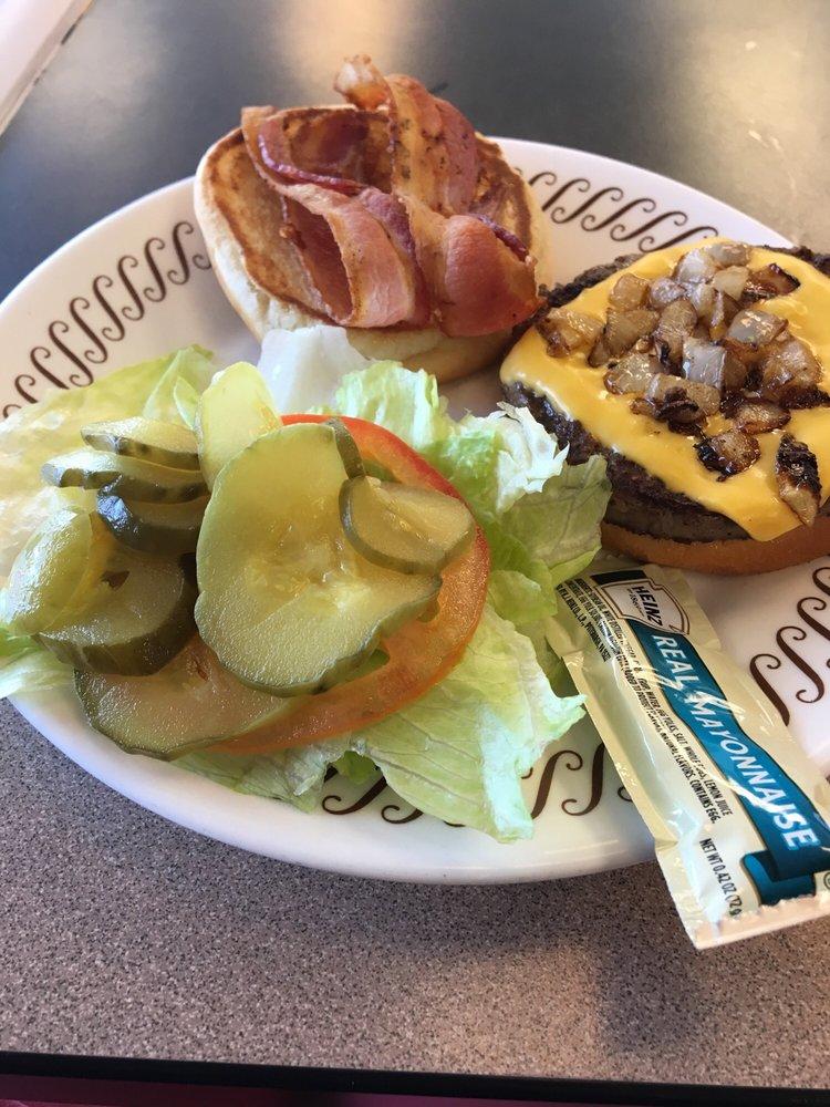 Waffle House: 7025 Dunbarton Dr, Horn Lake, MS