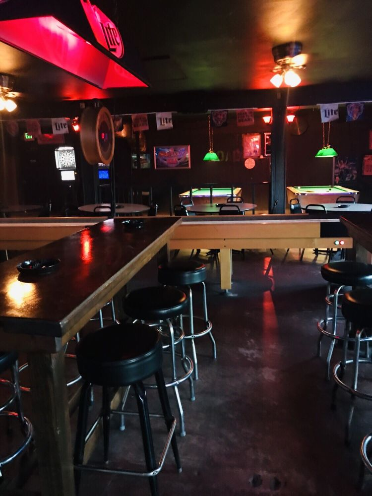 Roadhouse Bar & Grill: 4 W US Highway 6, Valparaiso, IN