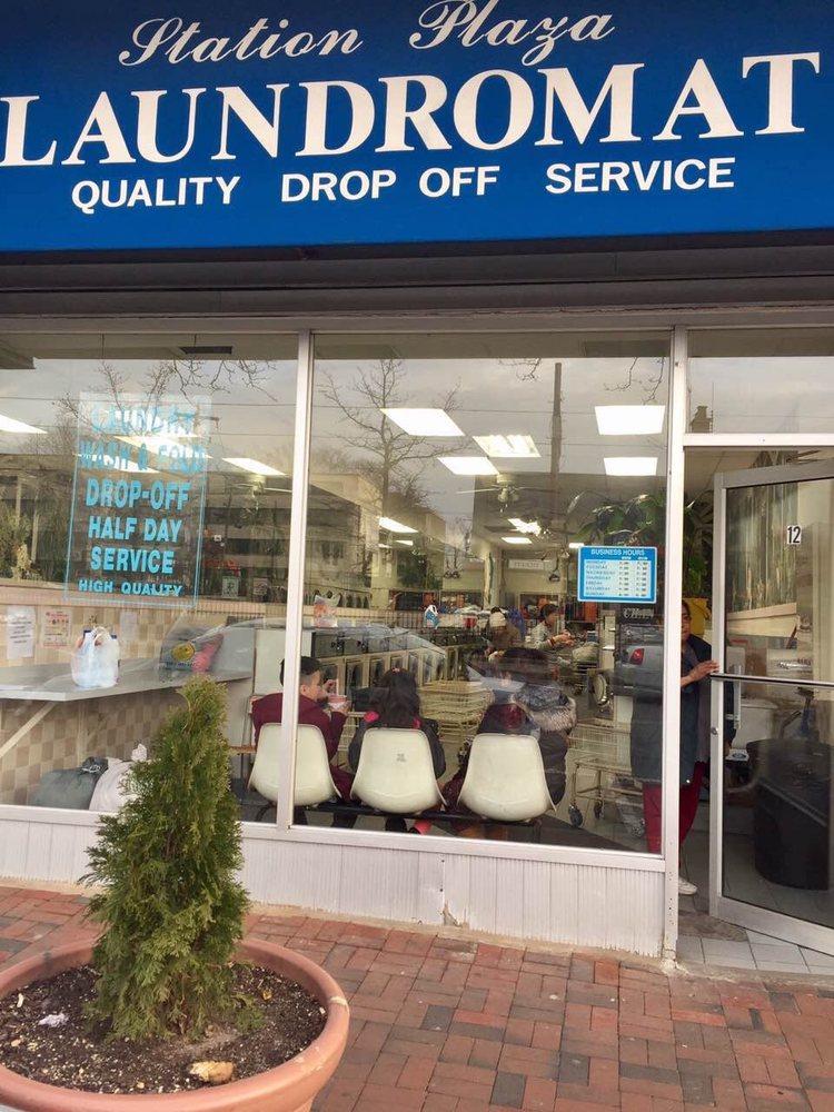 Station Plaza Laundromat: 12 S Station Plz, Great Neck, NY