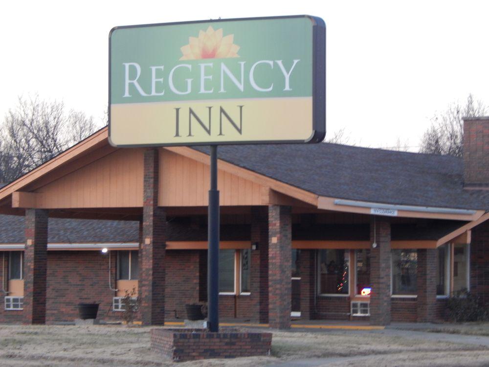 Regency Inn: 14 N State St, Iola, KS
