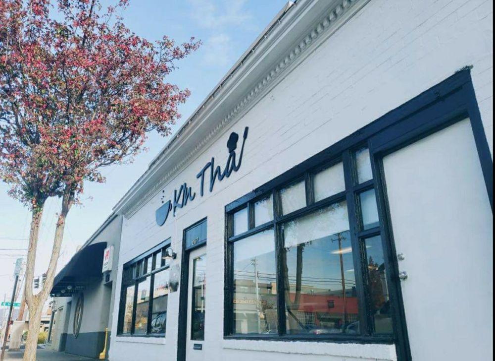 Kin Thai: 207 W 8th St, Medford, OR