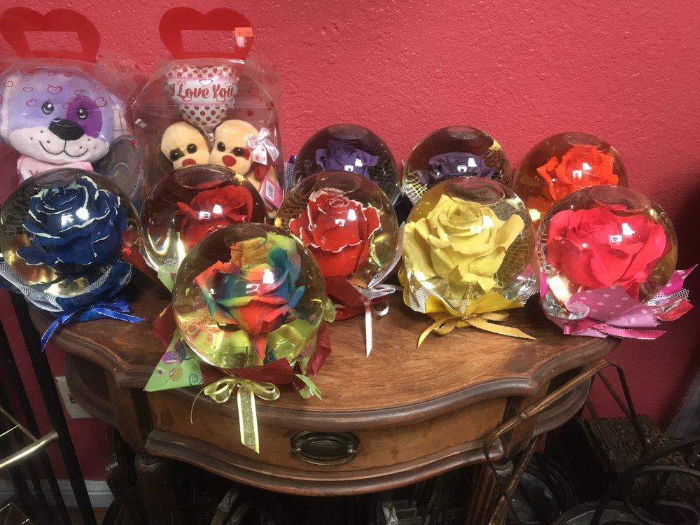 Xochil's Flowers: 4441 Fruitridge Rd, Sacramento, CA