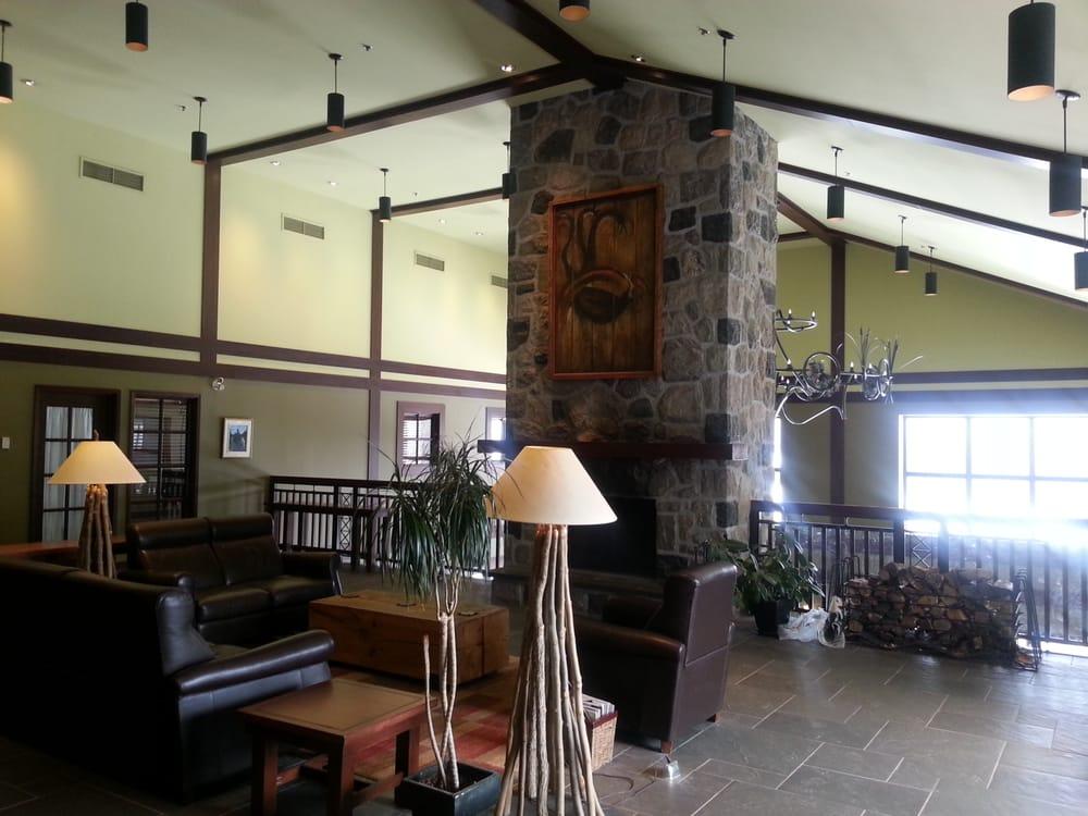 Hall d\'entrée de l\'auberge avec déco style bois-ronds. - Yelp