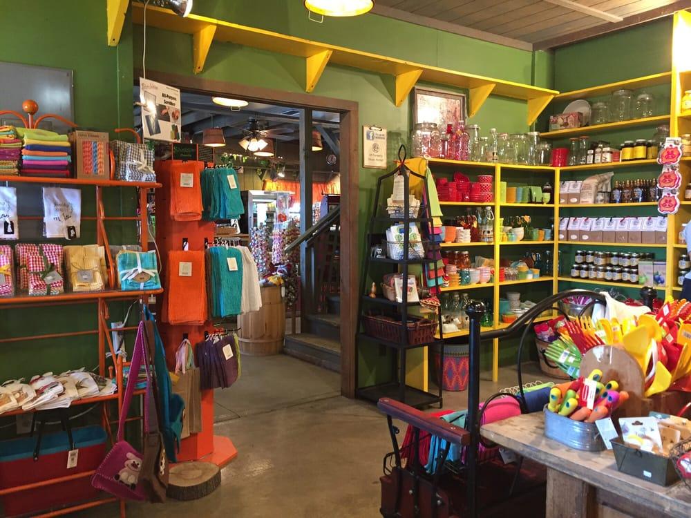 The Farmer's House Market: 23200 Hwy 273, Weston, MO