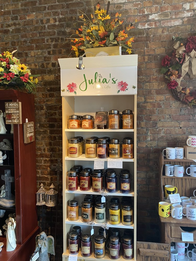 Julia's Floral & Gifts: 825 1st Ave, Silvis, IL