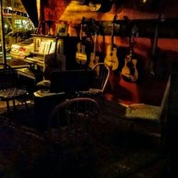 caravan guitars 18 photos guitar stores 4754 n rockwell ravenswood chicago il phone. Black Bedroom Furniture Sets. Home Design Ideas