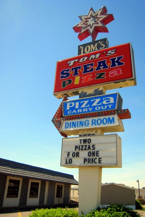 Tom's Pizza and Steak House: 2501 E Wood St, Paris, TN