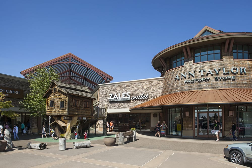 Woodburn Premium Outlets