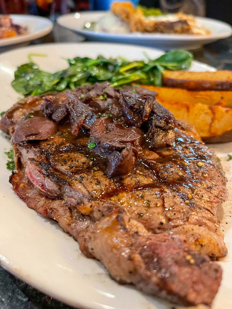 Fat Grass Restaurant & Bar: 1717 7th St, Bay City, TX