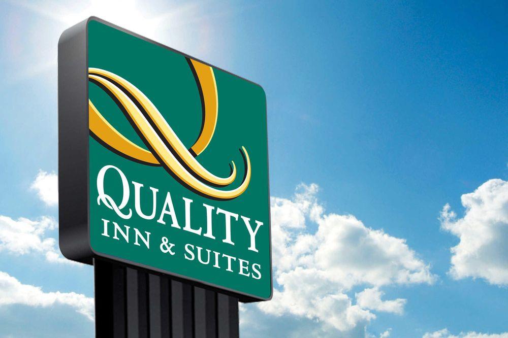 Quality Inn & Suites: 283 McClellandtown Rd, Uniontown, PA